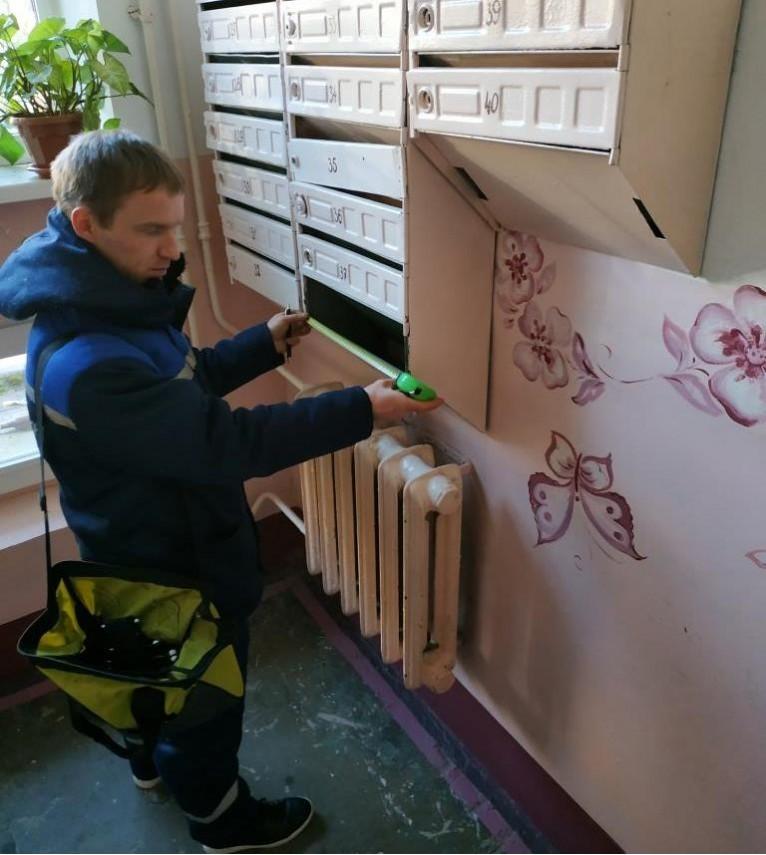 Мастер-хаус проводит осмотр в подъезде дома № 25 по улице Якубовского