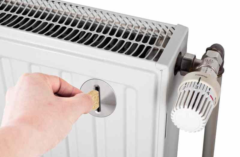 Почему мы платим за отопление круглый год