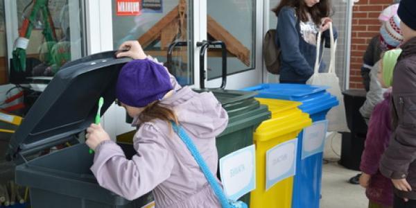 «Сортировать отходы совсем несложно». Как в Минске прошел весенний экопраздник
